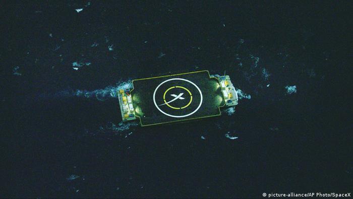 SpaceX Landeplattform (Foto: AP Photo/SpaceX).
