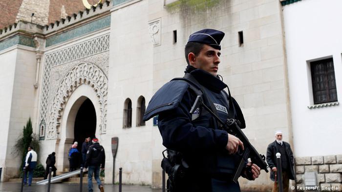 Paris nach Anschlag auf Charlie Hebdo - Sicherheitsmaßnahmen Moschee