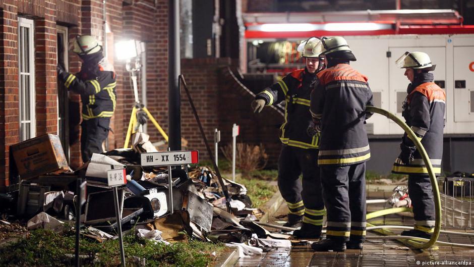 ألمانيا: استمرار التحقيق في حريق بصحيفة نشرت رسوما للنبي محمد   DW   12.01.2015