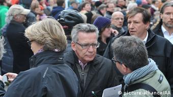 Thomas de Maizière bei der Großdemonstration am Samstag in Dresden (Foto: dpa)