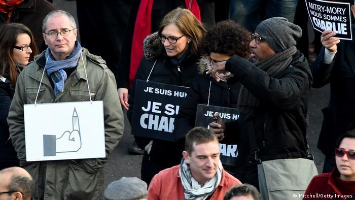Teilnehmer des Trauermarsches in Paris (Foto: Getty)