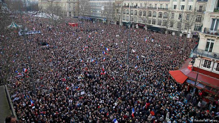 Marš solidarnosti posle napada na Šarli Ebdo - stotine hiljada građana predvodili su mnogi svetski državnici, među njima i Angela Merkel, Pariz, 11.01.2015.