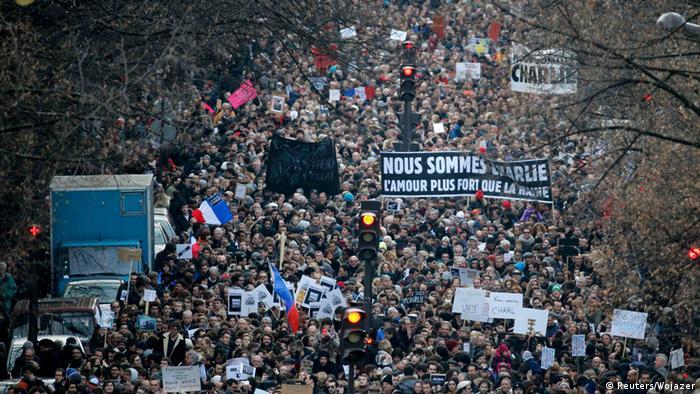 در پاریس حدود ۵/ ۱ میلیون نفر علیه حملههای تروریستی ۷ ژانویه تظاهرات کردند