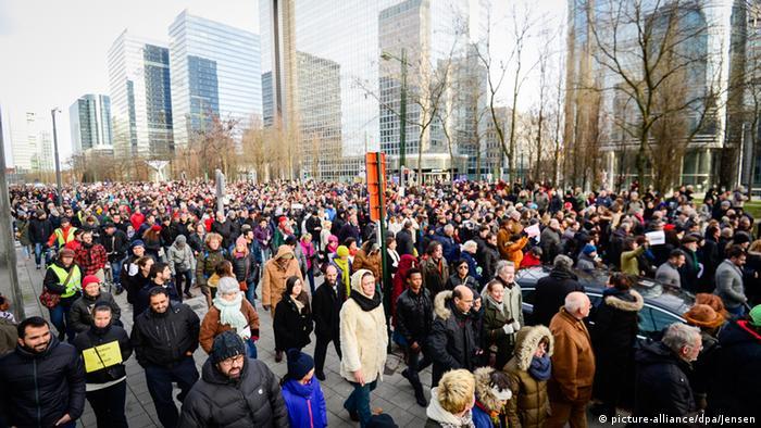 Gedenkveranstaltung zu Anschlägen von Paris in Brüssel 11.1.2015 (Foto: dpa)