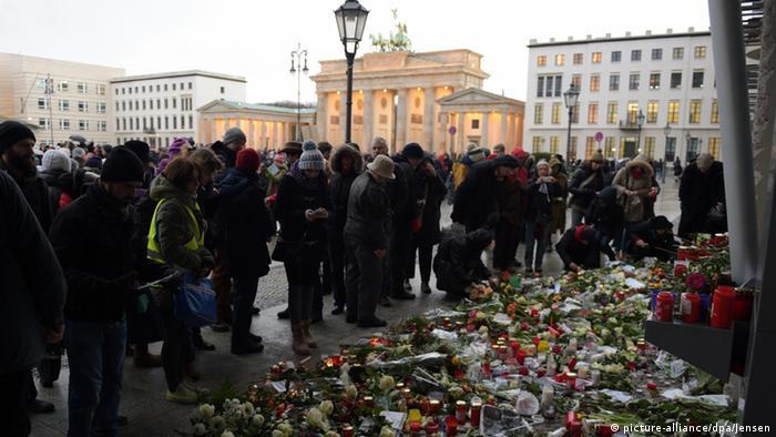 Gedenkveranstaltung zu Anschlägen von Paris in Berlin 11.1.2015