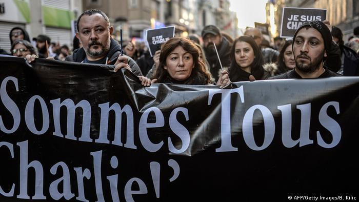 Trauermarsch zu den Anschlägen von Paris in Istanbul