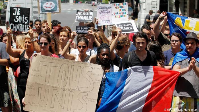Trauermarsch zu den Anschlägen von Paris in Buenos Aires