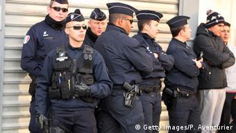 С 2015 года города Франции патрулируют усиленные наряды полиции