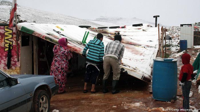 Eingestürztes Dach einer Notunterkunft syrischer Flüchtlinge nahe der Stadt Marjayoun.