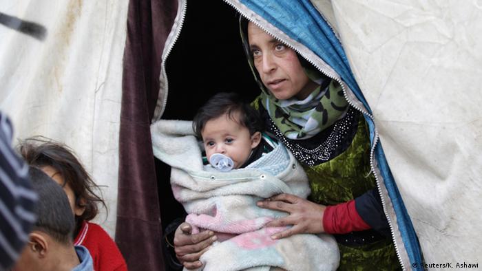 Mutter und Kind in einem Flüchtlingslager im Norden Syriens.