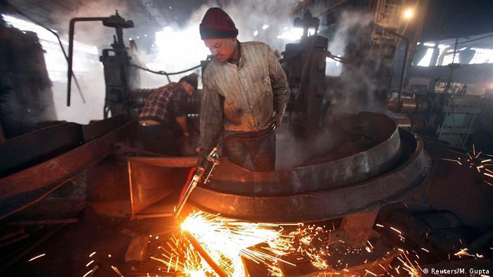 Indien Fabrik Arbeiter 12.01.2015 (Reuters/M. Gupta)