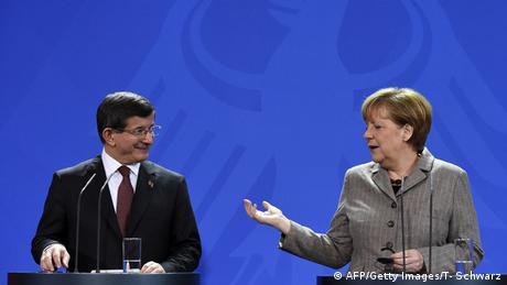 Türkischer Premier Davutoglu mit Merkel in Berlin