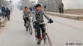 دانشآموزان پاکستانی به مدارس بازگشتند