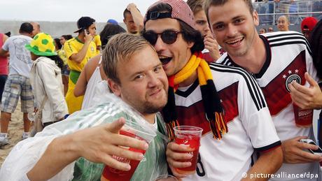 Bierselige deutsche Fans WM 2014
