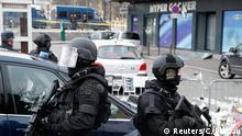 Netanjahu besucht den Anschlagsort in Paris 12.01.2015 Polizisten