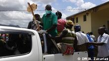 Beerdigung im Ort Chitima, Mosambik