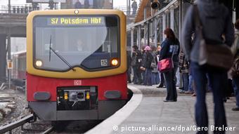 دانشجویان در آلمان برای استفاده از امکانات دولتی، مانند وسایل نقلیه عمومی تخفیف ویژه دریافت میکنند