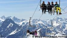 Deutschland Wintersport Wintersportgebiet Sonne und Schnee am Nebelhorn