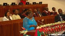 Verónica Macamo Beschreibung: Verónica Macamo, Präsident der neuen mosambikanischen Parlament. Ort: Maputo, Mosambik Fotograf: Leonel Matias (DW) Datum: 12.01.2015 Schlagworte: Verónica Macamo, Parlament, Maputo, Mosambik, Afrika