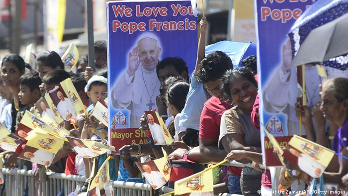 Sri Lankan spectators wait to greet Pope Francis upon his arrival in Colombo on January 13, 2015, as part of his three-day visit in Sri Lanka (Photo: MUNIR UZ ZAMAN/AFP/Getty Images)
