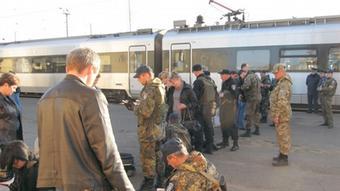 Досмотр вещей на вокзале в Константиновке