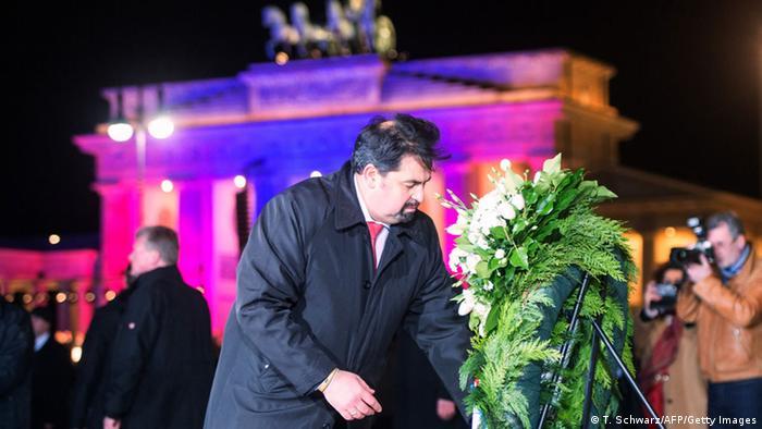 Berlin Mazyek bei Mahnwache für Terroropfer am Brandenburger Tor 13.01.12014