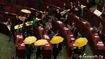 Hongkong Rede von Leung Chun-ying 14.01.2015 Protest im Parlament