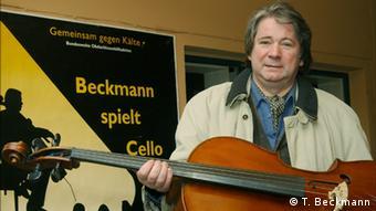 Dusseldorf Cellist Thomas Beckmann. Copyright: http://gemeinsam-gegen-kaelte.de/presse-fotos/