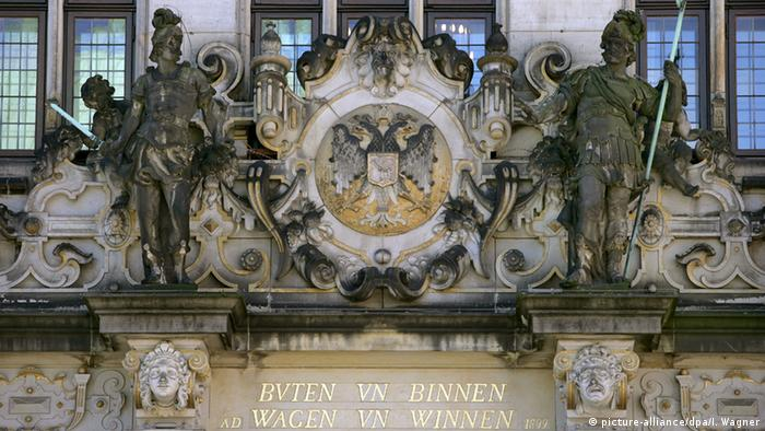 The portal of the Schütting building with a Low German inscription