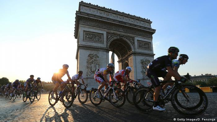 Тур де Франс на Єлисейських Полях у Парижі
