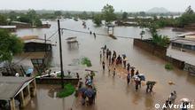 Der Fluss Licungo in der Stadt Mocuba (Zambézia Provinz) nach heftigen Regenfällen (Januar 2015); Copyright: A Verdade (DW-Partner)