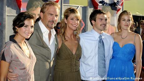 Kevin Costner und seine Familie bei der Film-Premiere von Swing Vote (Foto: picture-alliance/dpa/Jim Ruymen)