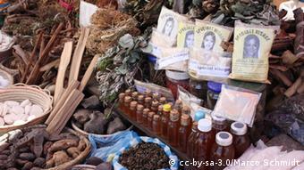 Los países en desarrollo ricos en especies tienen muchas plantas medicinales autóctonas, en las que están muy interesadas las compañías farmacéuticas.