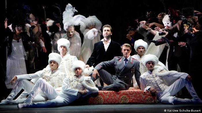 Один среди черкесов: заключительная сцена из дрезденской оперетты Царевич