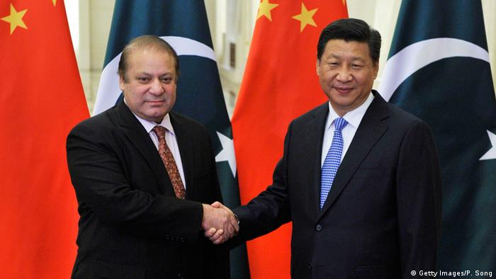 Pakistan's Prime Minister Nawaz Sharif (L) meets with Chinese President Xi Jinping (R) at the Great Hall of the People November 8, 2014 in Beijing, China (Photo: Parker Song-Pool/Getty Images)