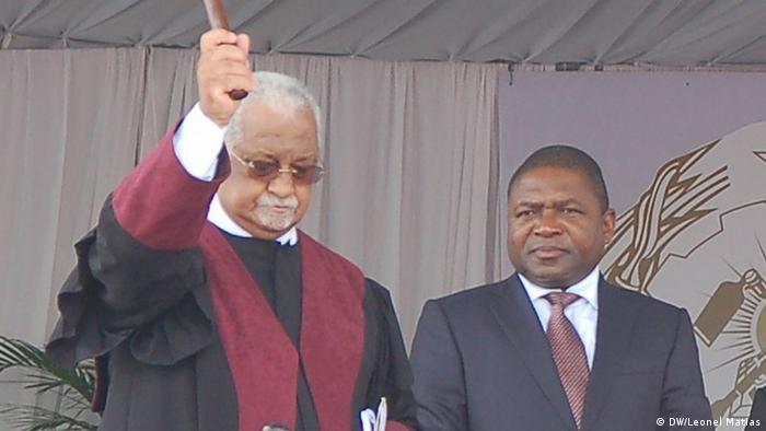 O Presidente Filipe Nyusi tomou posse quinta-feira (15.01) e prometeu formar um Governo com base no mérito e na competência