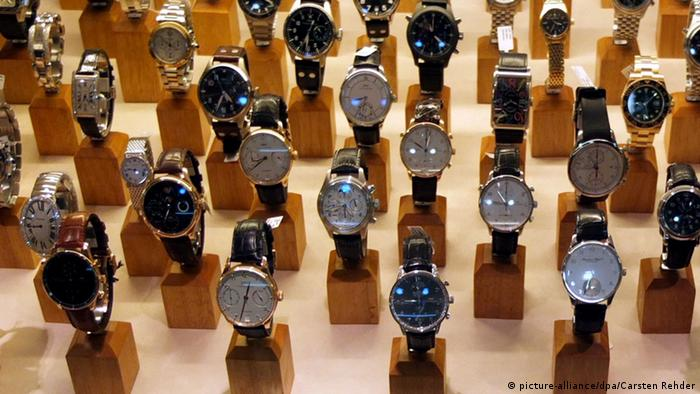 Luxury watch models, Copyright: picture-alliance/dpa/Carsten Rehder
