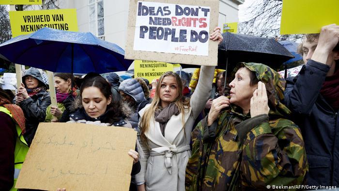 Protest gegen die Auspeitschung Badawis in Den Haag (Foto: AFP/Getty Images)