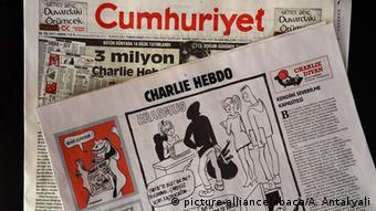 Türkei Presse Zeitung Cumhuriyet mit Charlie Hebdo Karikaturen