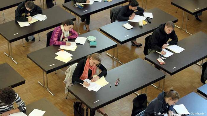 Schüler Symbolbild (picture-alliance/dpa/F. Gambarini)