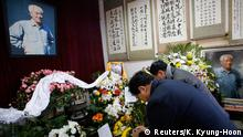 Mourners burn incenses in front of a portrait of Zhao Ziyang on the 10th anniversary of his death at his house in Beijing January 17, 2015. More than 100 mourners gathered on Saturday at the Beijing home of Zhao, the Chinese Communist party chief purged in 1989 for opposing a military crackdown on pro-democracy protesters, to commemorate the 10th anniversary of his death. REUTERS/Kim Kyung-Hoon (CHINA - Tags: POLITICS ANNIVERSARY)