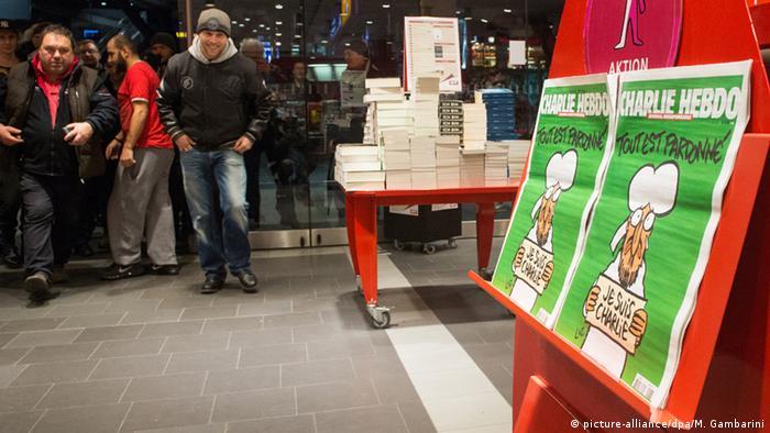 Venta de las caricaturas de Mahoma en la revista Charlie Hebdo.