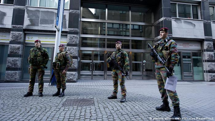 Illustration picture shows security measures in Antwerp after Wednesday's anti-terrorism operations, Saturday 17 January 2015. Two suspected jihadists were killed in an anti-terrorist operation in Verviers, Eastern Belgium, a third person was wounded and has been arrested. According to the Belgian prosecutor's office, the suspects recently returned from Syria and were planning a major terror operation in Belgium. Several other anti-terror raids took place late on Thursday in Brussels and Halle-Vilvoorde area. 13 people were arrested. BELGA PHOTO NICOLAS MAETERLINCK