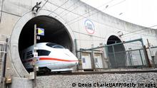 Bildunterschrift:A German ICE high-speed train enters the Channel tunnel between France and England on October 13, 2010 during a test run. The grey ICE3 train, made by Siemens of Germany and operated by Deutsche Bahn, entered at the French town of Calais to demonstrate its capability to run services on the route, which is being opened up to competition under EU rules. It was the first passenger train not run by Eurostar, the operator jointly owned by France, Britain and Belgium, to use the tunnel. AFP PHOTO / DENIS CHARLET (Photo credit should read DENIS CHARLET/AFP/Getty Images)