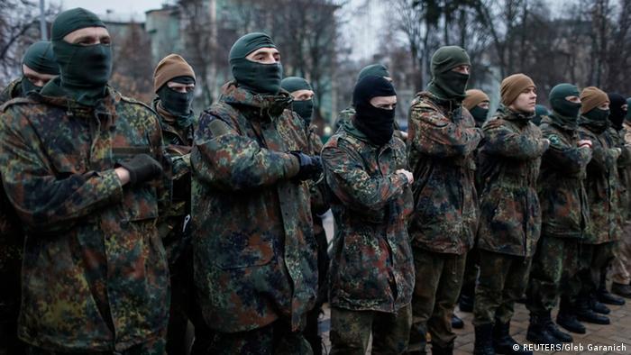 Добровольці з націоналістичних організацій продовжують перебувати у зоні бойових дій на Донбасі. Подекуди, вочевидь, нелегально