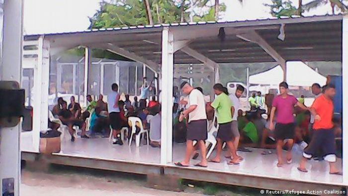 تحصن پناهجویان در کمپ گینه نو