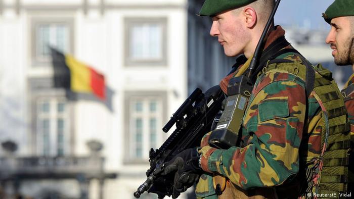 Belgien Sicherheit Polizei Armee Anti Terror vor US Botschaft 17.01.2015