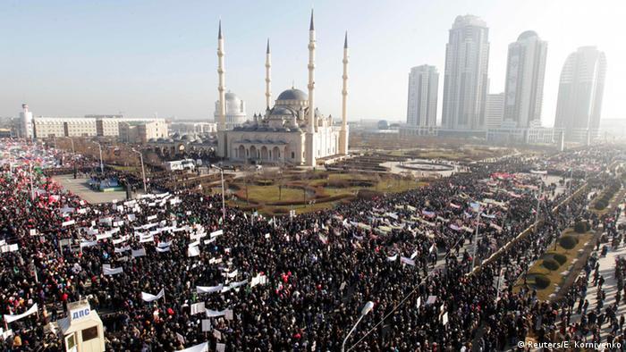 Tschetschenen protestieren gegen ″Charlie Hebdo″ | Aktuell Welt ...