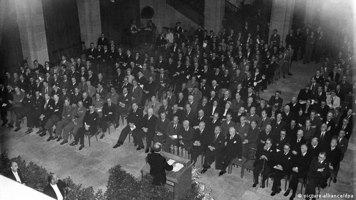 Відкриття Парламенської ради у вересні 1949 року, яка мала на меті розробити Конституцію ФРН