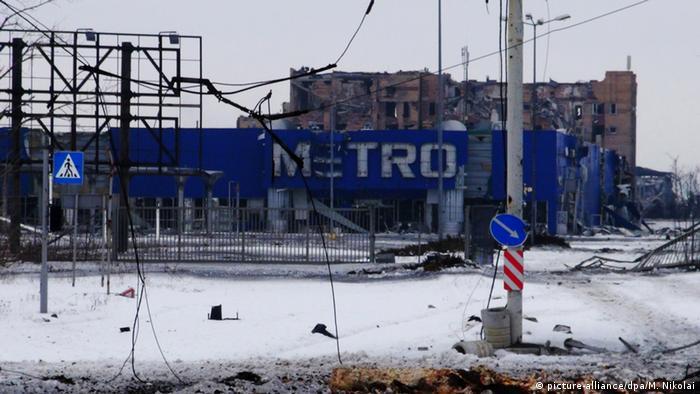 Ein zerstörtes und geplündertes Einkaufzentrum in Donezk (Foto: Nikolai Muravyev/TASS )